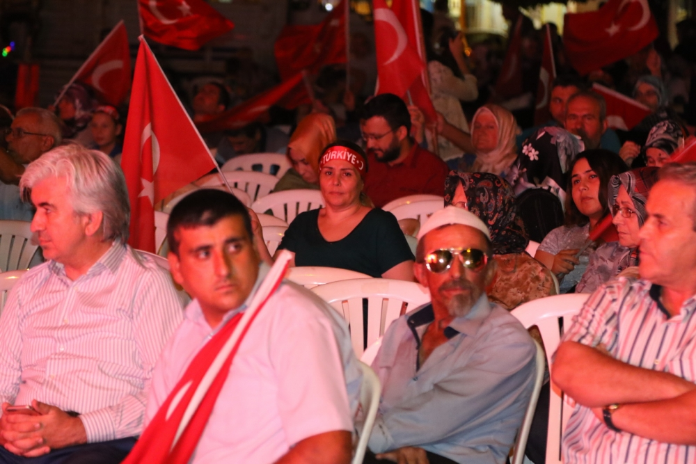 Akhisar'da demokrasi nöbeti 20'nci gününde de sürüyor galerisi resim 10