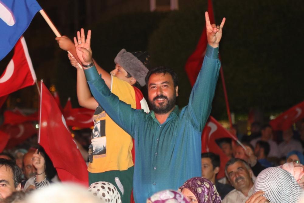 Akhisar'da demokrasi nöbeti 20'nci gününde de sürüyor 14
