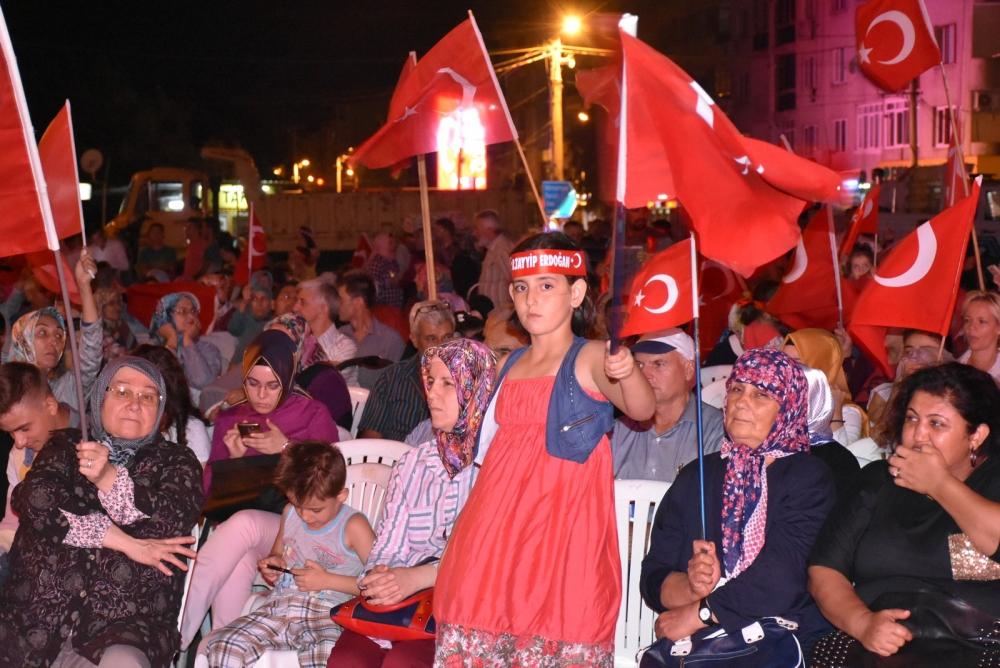 Akhisar'da demokrasi nöbeti 20'nci gününde de sürüyor 21