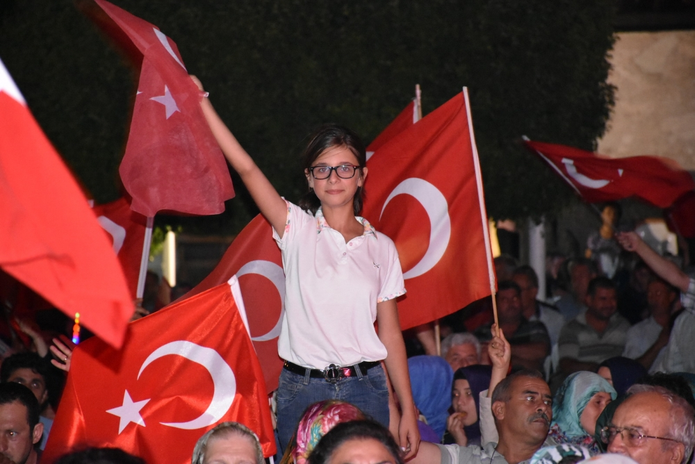 Akhisar'da demokrasi nöbeti 20'nci gününde de sürüyor 24