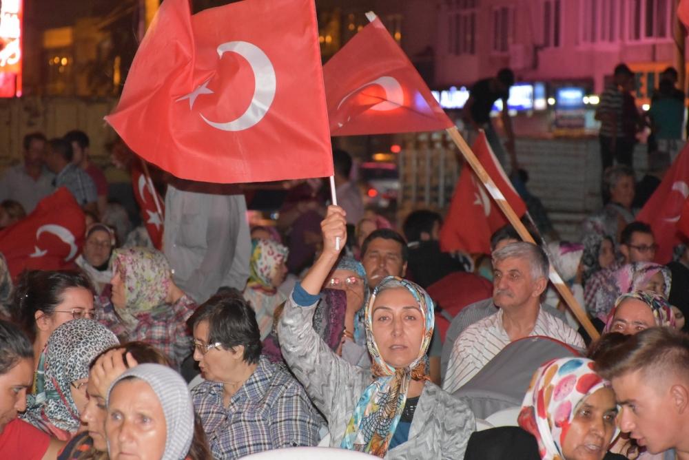 Akhisar'da demokrasi nöbeti 20'nci gününde de sürüyor 26