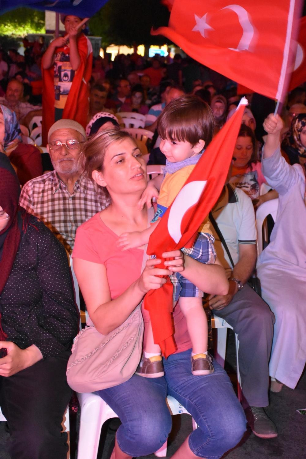 Akhisar'da demokrasi nöbeti 20'nci gününde de sürüyor 27