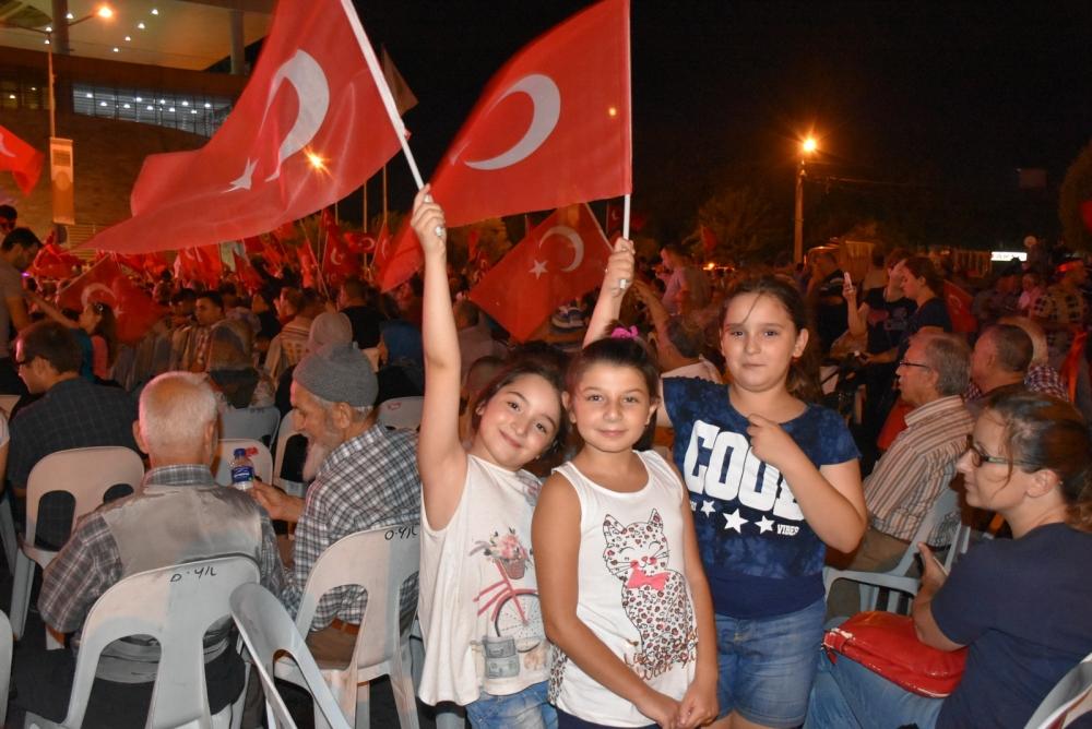 Akhisar'da demokrasi nöbeti 20'nci gününde de sürüyor 32