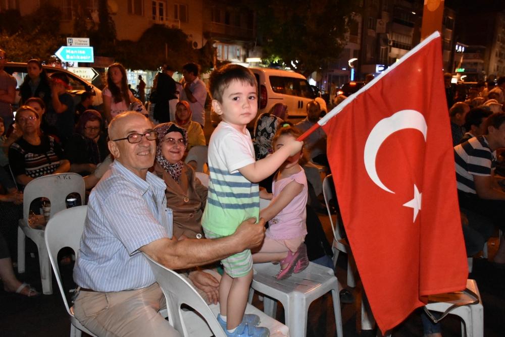 Akhisar'da demokrasi nöbeti 20'nci gününde de sürüyor 33