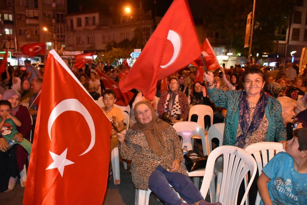 Akhisar'da demokrasi nöbeti 20'nci gününde de sürüyor galerisi resim 34