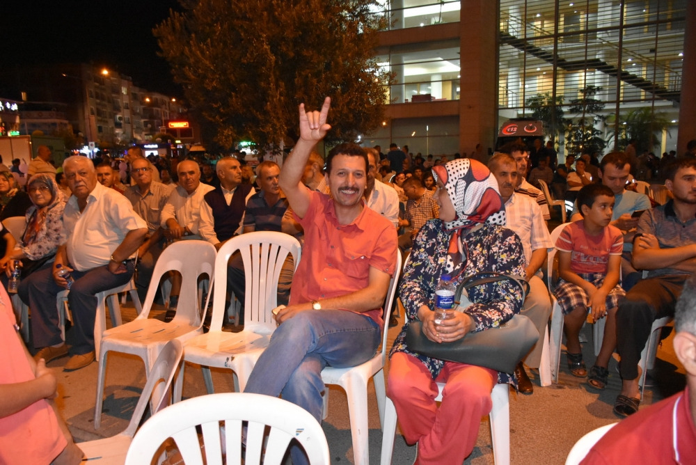 Akhisar'da demokrasi nöbeti 20'nci gününde de sürüyor galerisi resim 35