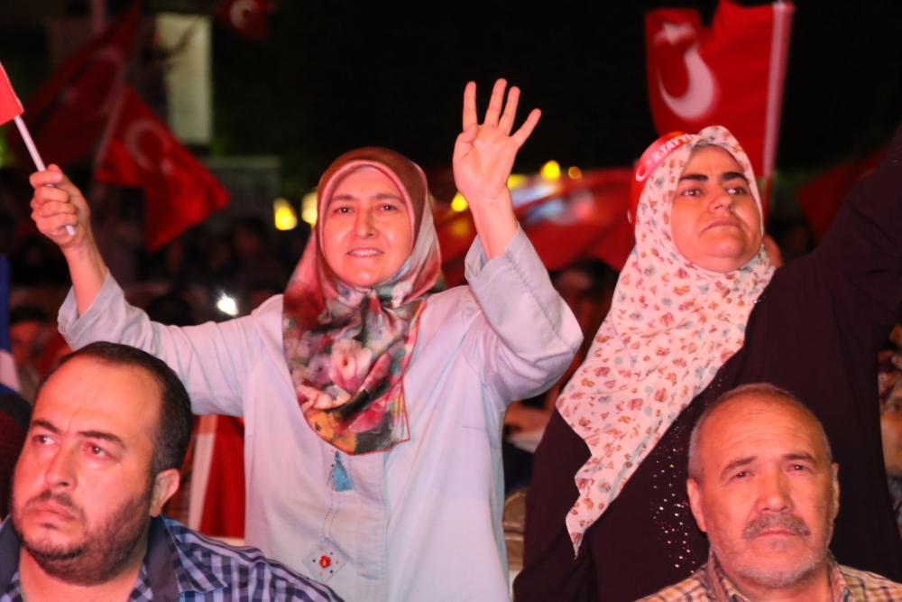 Akhisar'da demokrasi nöbeti 20'nci gününde de sürüyor galerisi resim 4