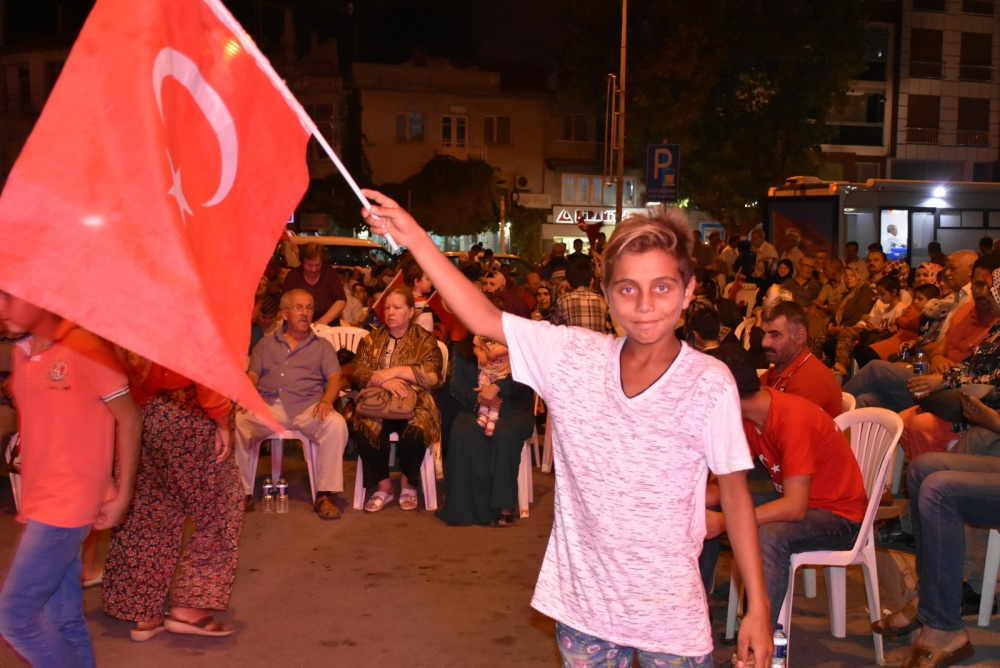 Akhisar'da demokrasi nöbeti 20'nci gününde de sürüyor 40