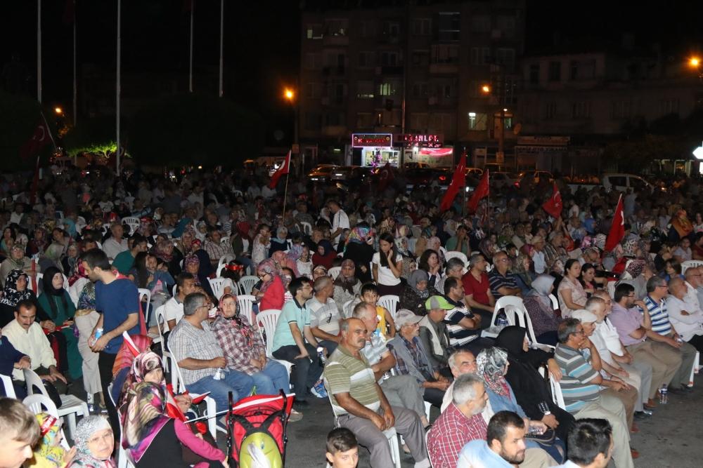 Akhisar'da demokrasi nöbetinin 21.günü 10