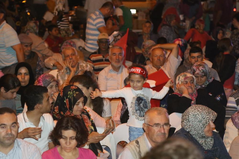 Akhisar'da demokrasi nöbetinin 21.günü 15