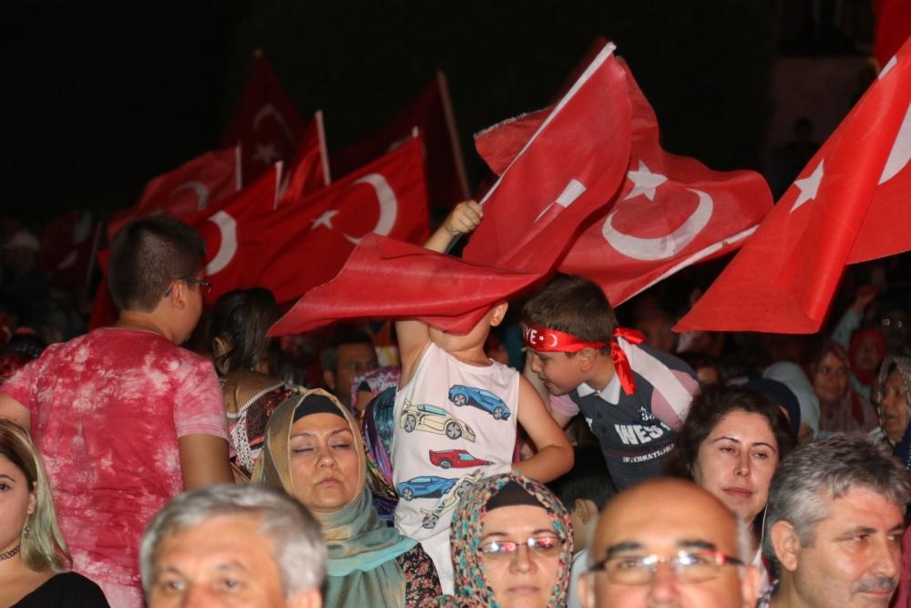 Akhisar'da demokrasi nöbetinin 21.günü 16