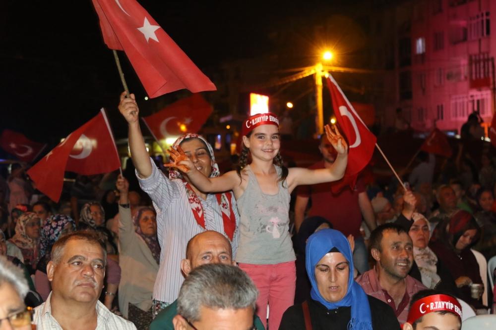 Akhisar'da Milli Egemenlik Meydanında demokrasi nöbeti 22.gün 1