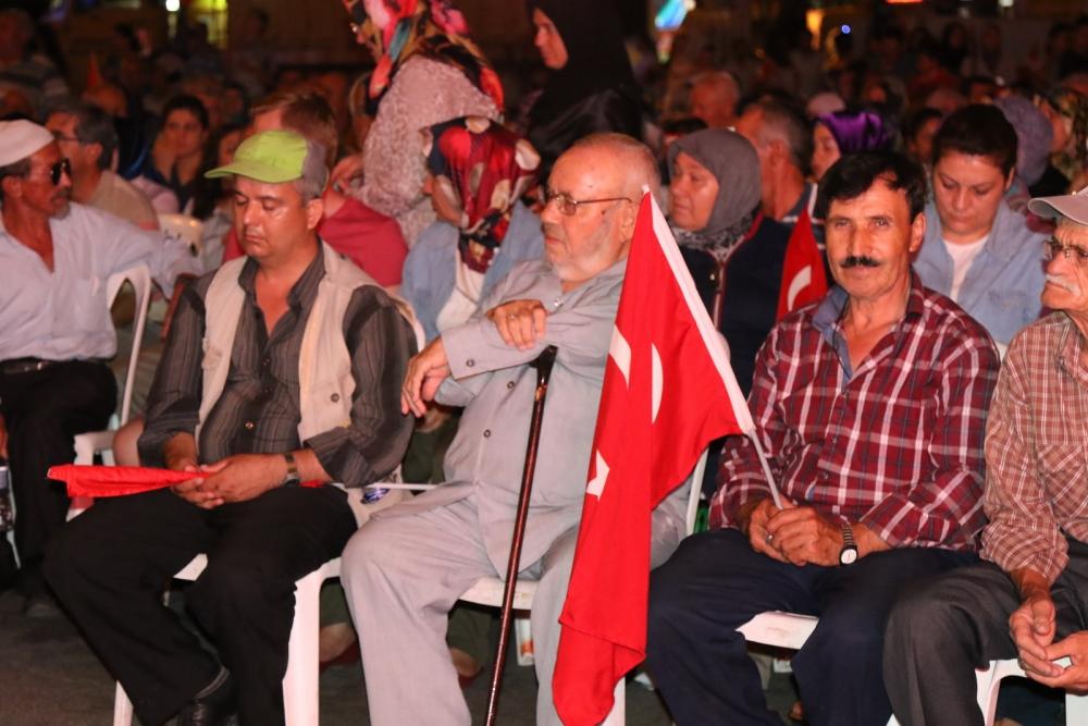 Akhisar'da Milli Egemenlik Meydanında demokrasi nöbeti 22.gün 12