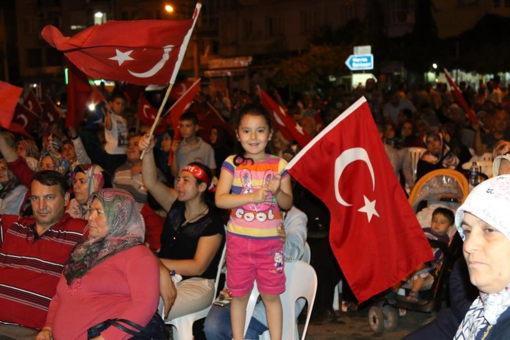Akhisar'da Milli Egemenlik Meydanında demokrasi nöbeti 22.gün 14