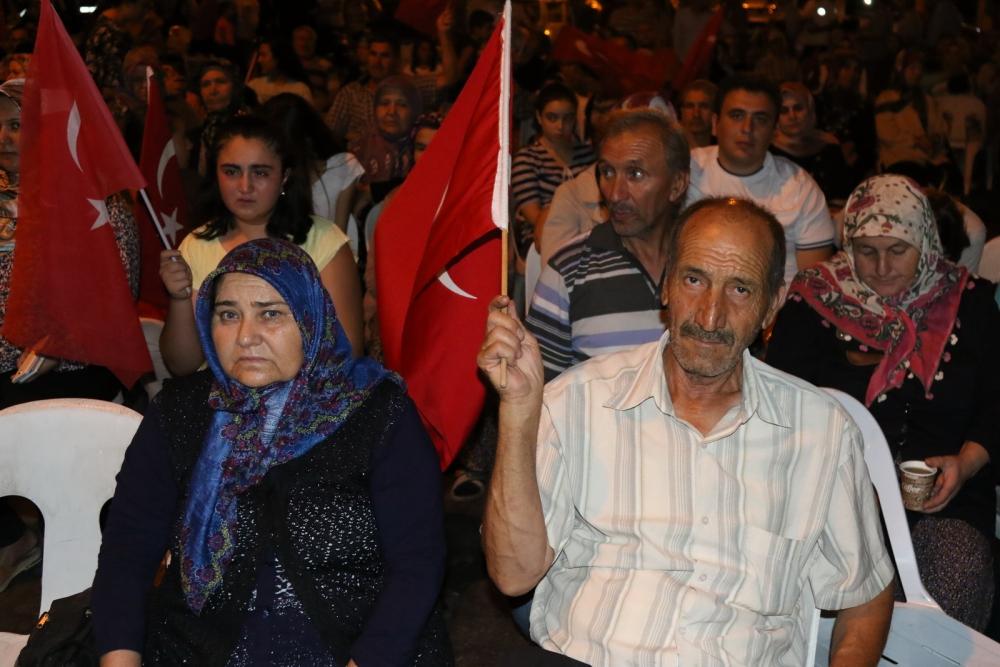 Akhisar'da Milli Egemenlik Meydanında demokrasi nöbeti 22.gün 20