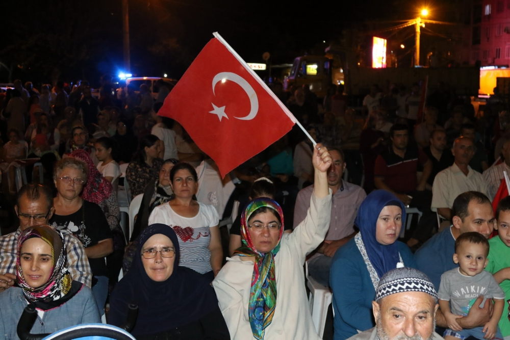 Akhisar'da Milli Egemenlik Meydanında demokrasi nöbeti 22.gün 23