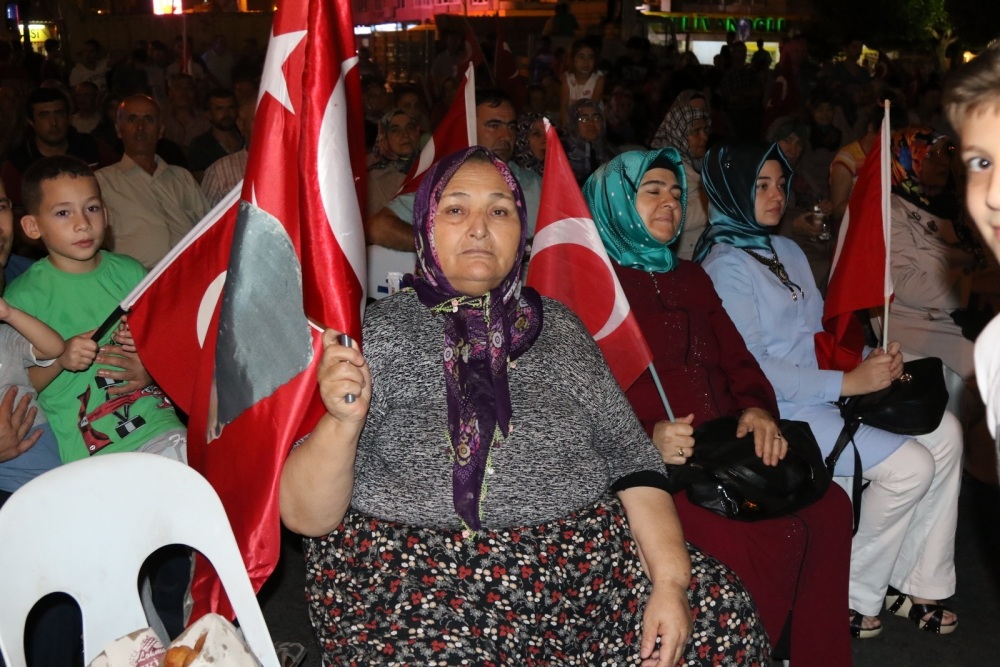 Akhisar'da Milli Egemenlik Meydanında demokrasi nöbeti 22.gün 24