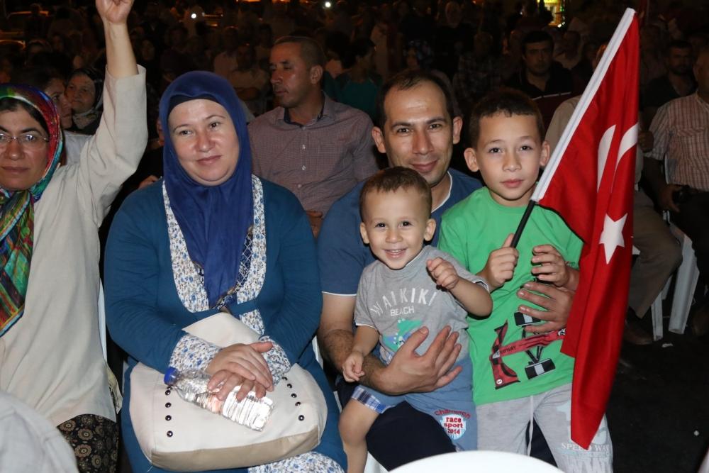 Akhisar'da Milli Egemenlik Meydanında demokrasi nöbeti 22.gün 25