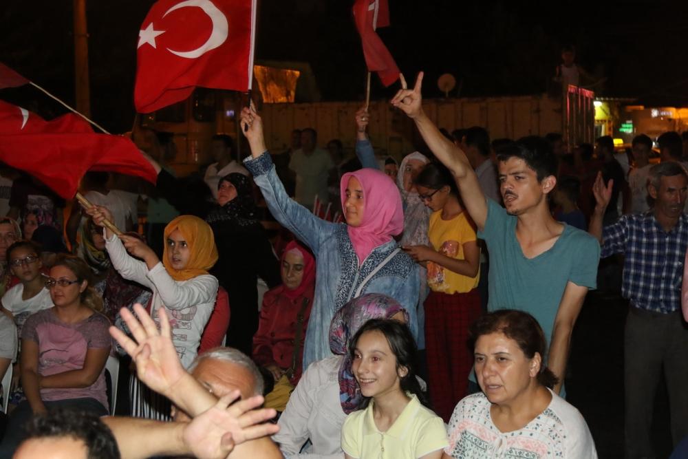 Akhisar'da Milli Egemenlik Meydanında demokrasi nöbeti 22.gün 28