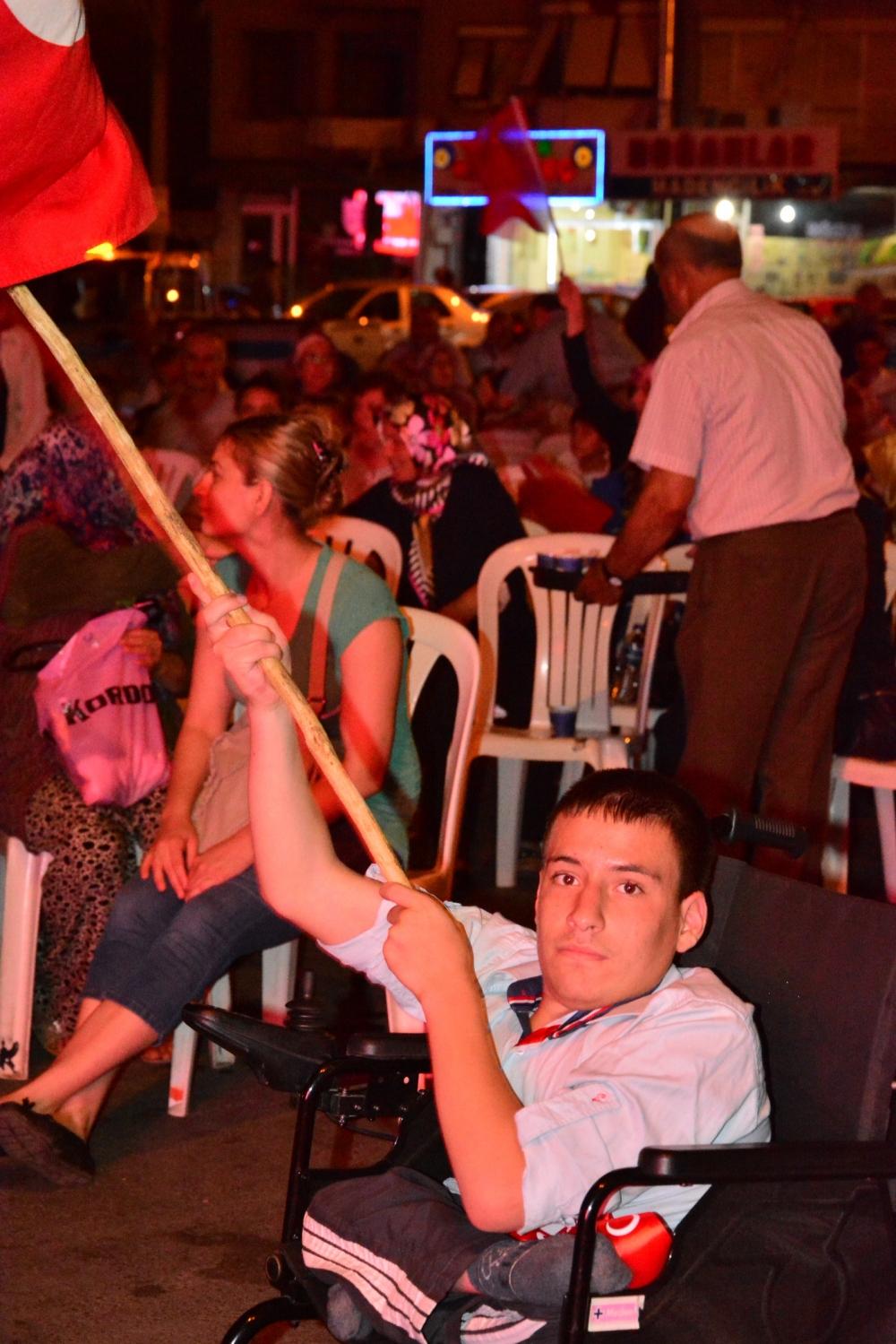 Akhisar'da Milli Egemenlik Meydanında demokrasi nöbeti 22.gün 3