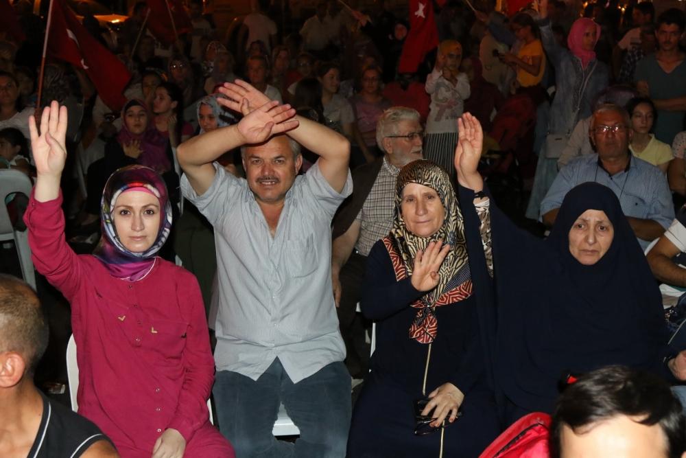 Akhisar'da Milli Egemenlik Meydanında demokrasi nöbeti 22.gün 30