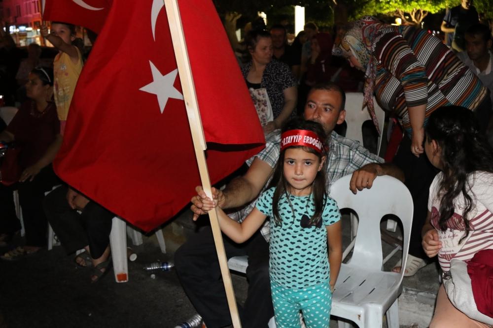 Akhisar'da Milli Egemenlik Meydanında demokrasi nöbeti 22.gün 31