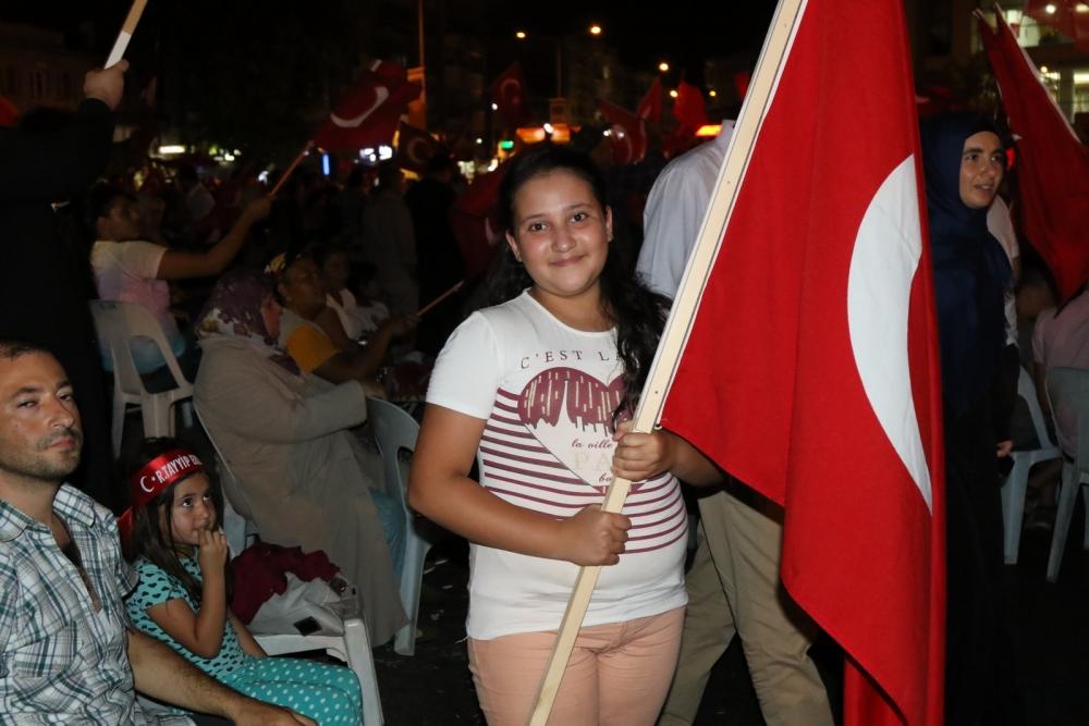 Akhisar'da Milli Egemenlik Meydanında demokrasi nöbeti 22.gün 35