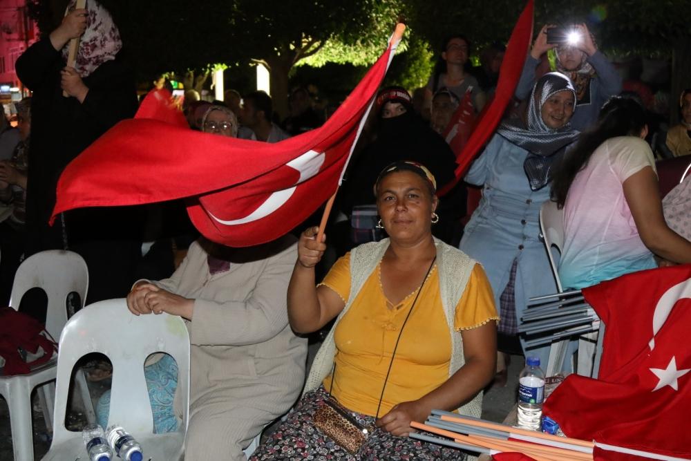 Akhisar'da Milli Egemenlik Meydanında demokrasi nöbeti 22.gün galerisi resim 36