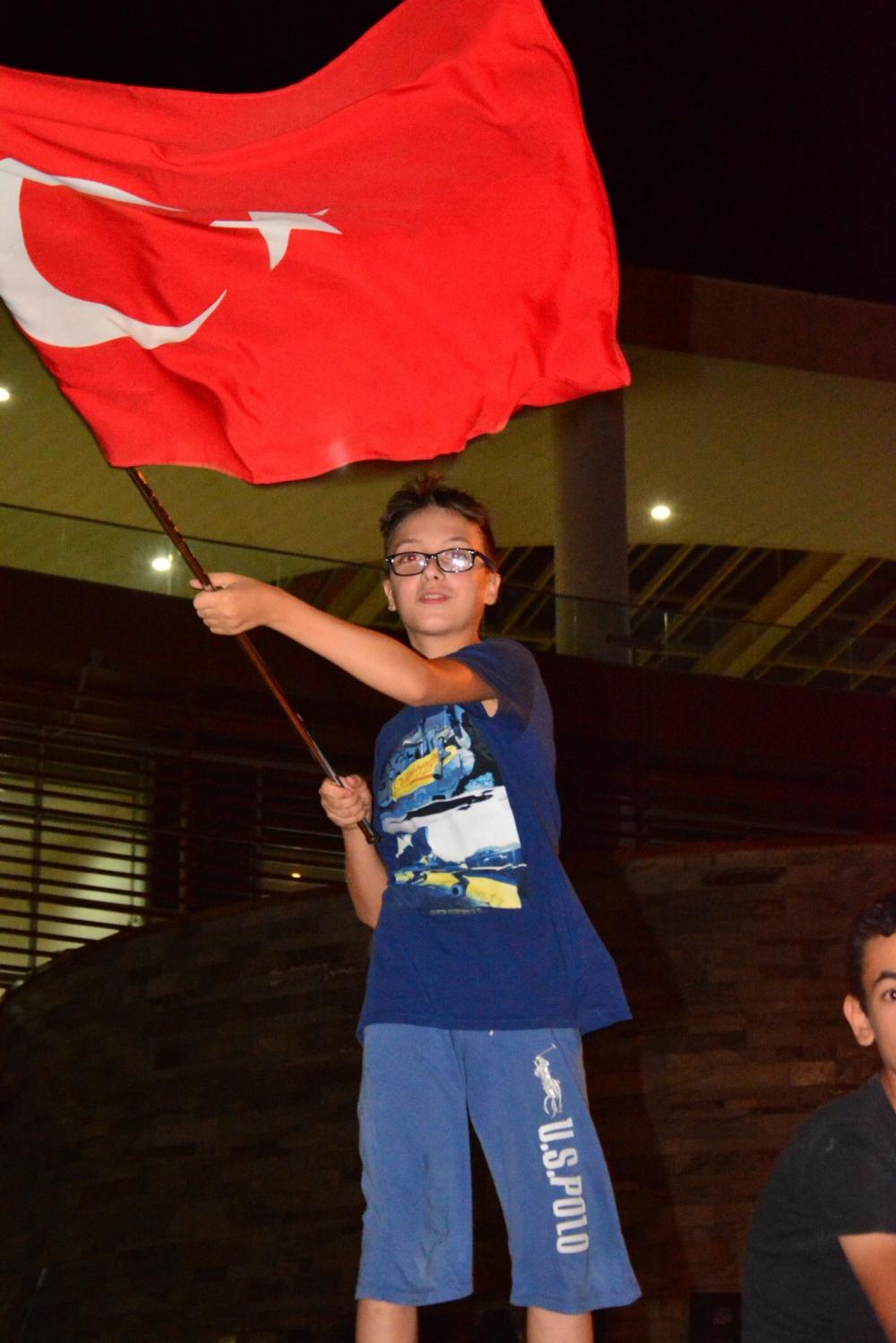 Akhisar'da Milli Egemenlik Meydanında demokrasi nöbeti 22.gün 4