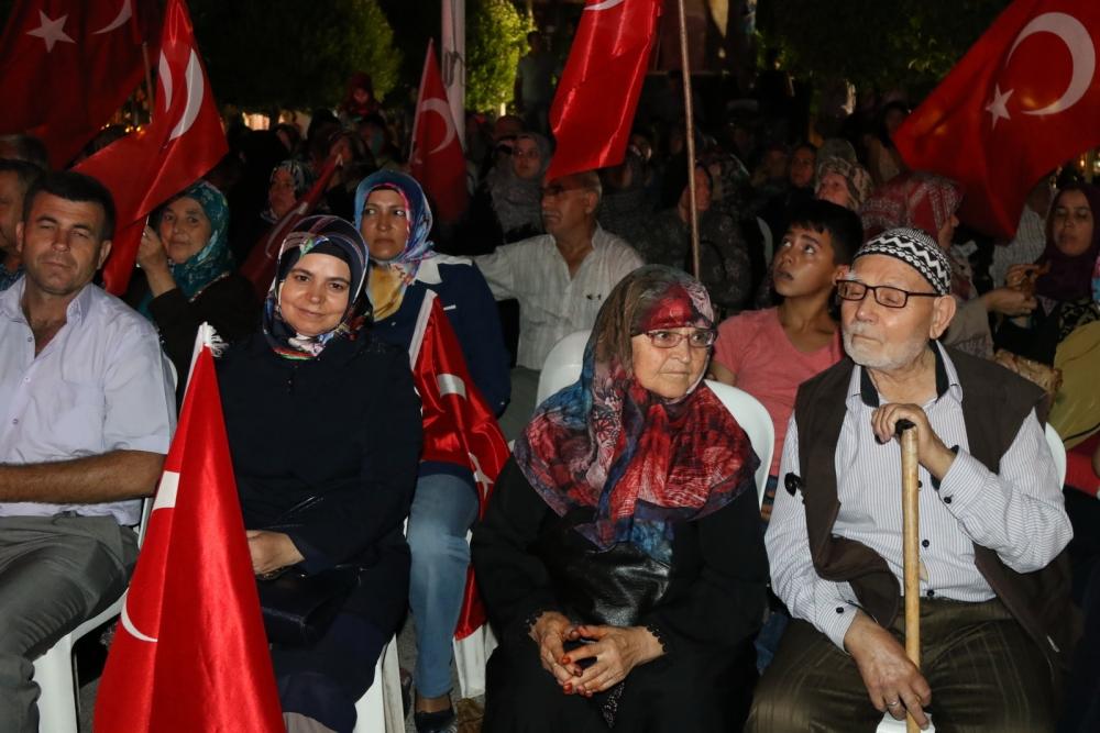 Akhisar'da Milli Egemenlik Meydanında demokrasi nöbeti 22.gün 40