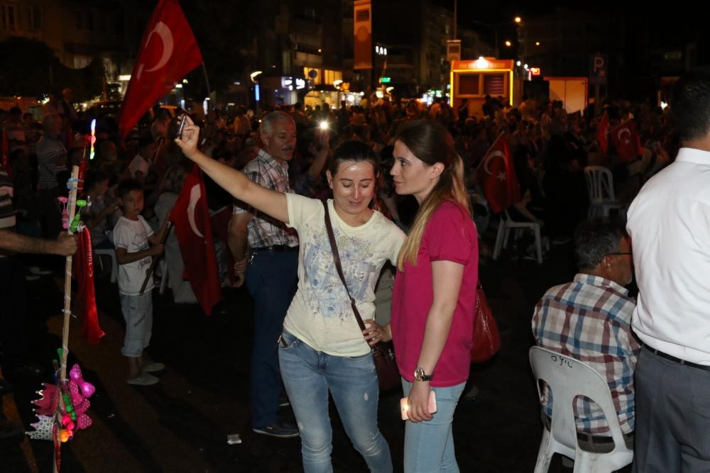 Akhisar'da Milli Egemenlik Meydanında demokrasi nöbeti 22.gün 42
