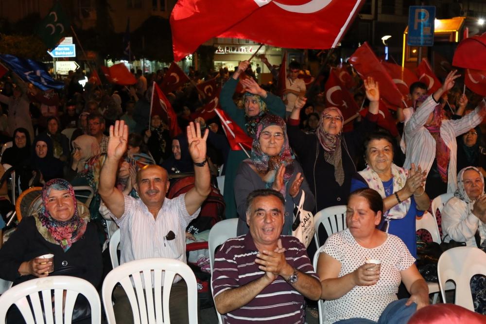 Akhisar'da Milli Egemenlik Meydanında demokrasi nöbeti 22.gün 46