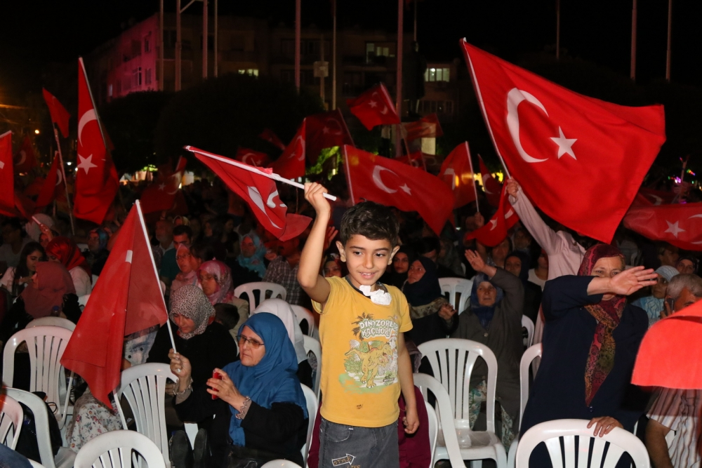 Akhisar'da Milli Egemenlik Meydanında demokrasi nöbeti 22.gün 48