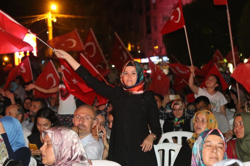 Akhisar'da Milli Egemenlik Meydanında demokrasi nöbeti 22.gün 50