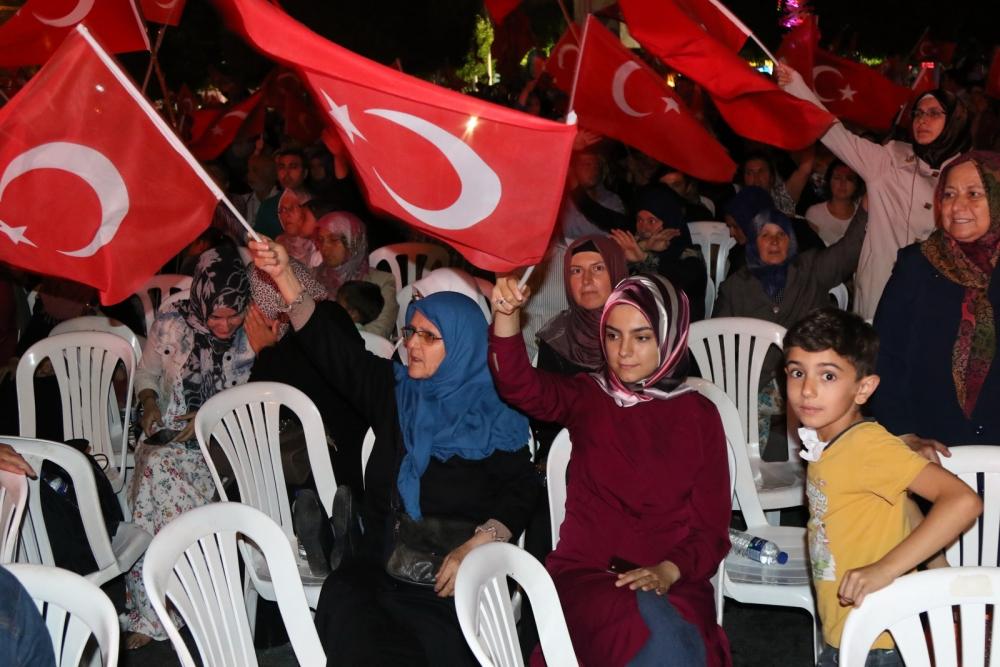 Akhisar'da Milli Egemenlik Meydanında demokrasi nöbeti 22.gün 52