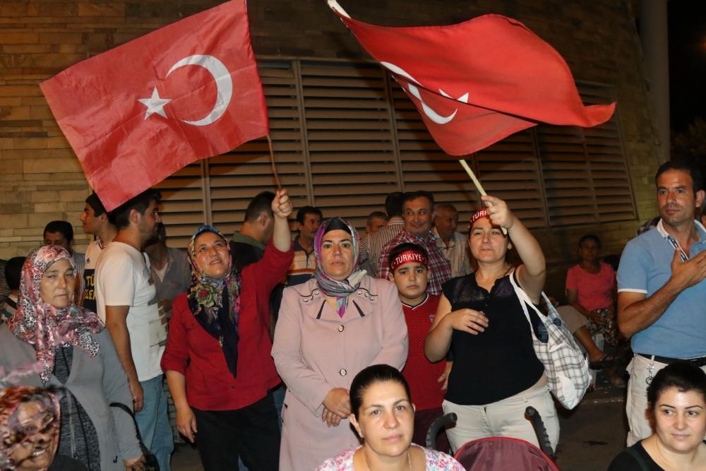 Akhisar'da Milli Egemenlik Meydanında demokrasi nöbeti 22.gün 58