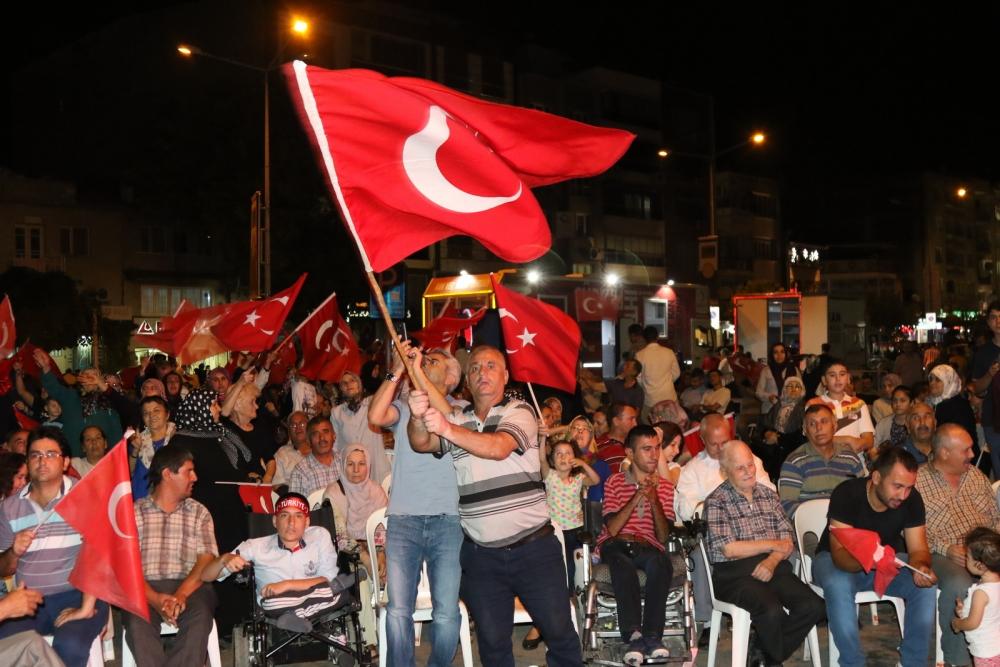 Akhisar'da Milli Egemenlik Meydanında demokrasi nöbeti 22.gün 62