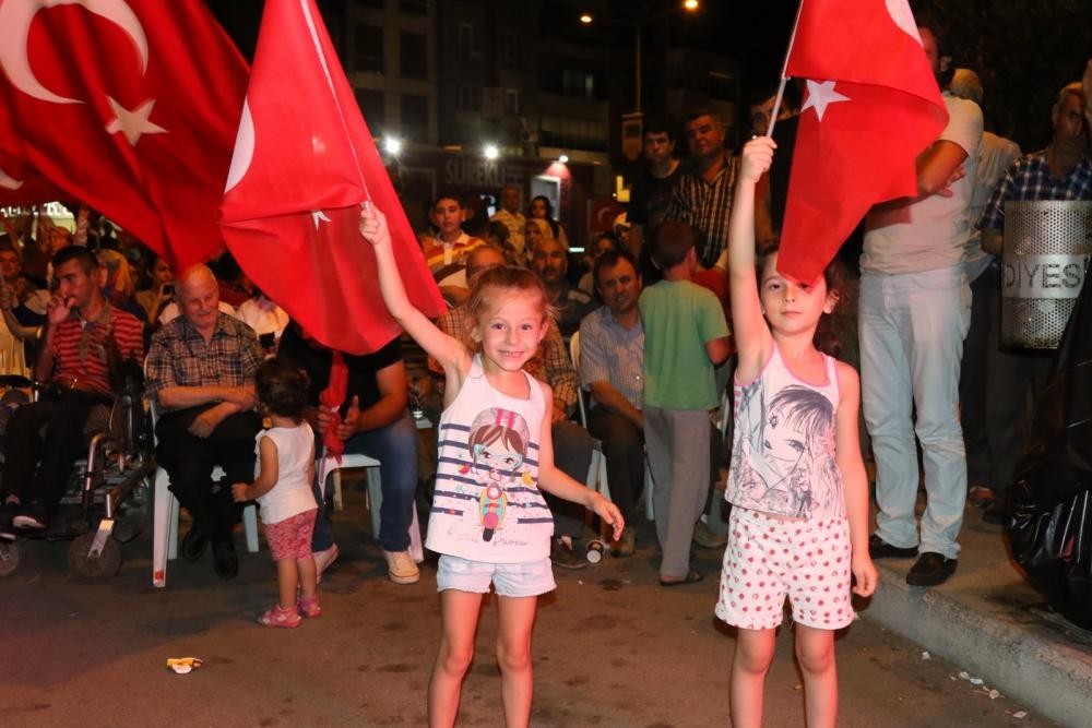 Akhisar'da Milli Egemenlik Meydanında demokrasi nöbeti 22.gün 63