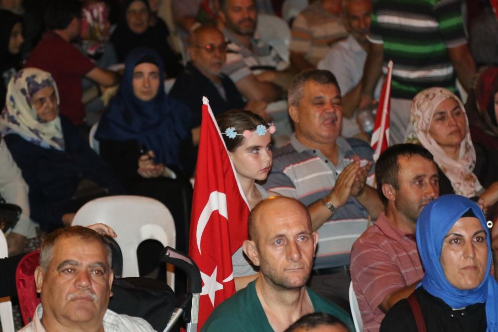 Akhisar'da Milli Egemenlik Meydanında demokrasi nöbeti 22.gün 70