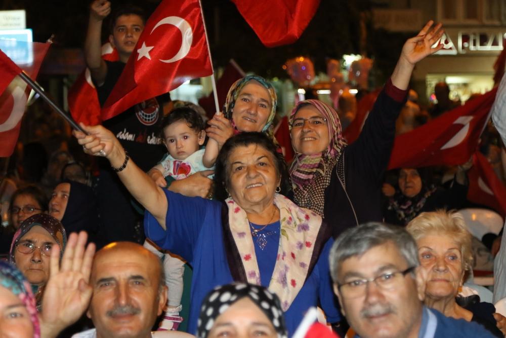 Akhisar'da Milli Egemenlik Meydanında demokrasi nöbeti 22.gün 73