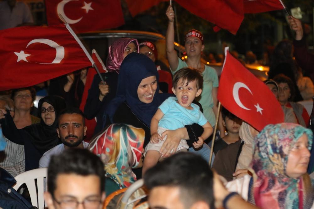 Akhisar'da Milli Egemenlik Meydanında demokrasi nöbeti 22.gün 74