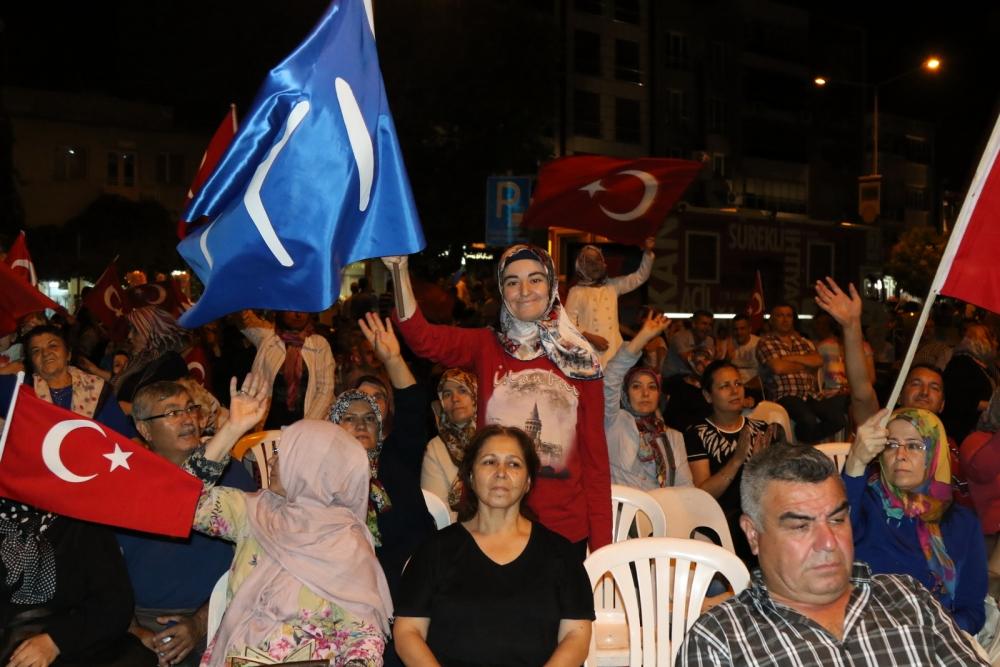 Akhisar'da Milli Egemenlik Meydanında demokrasi nöbeti 22.gün 75