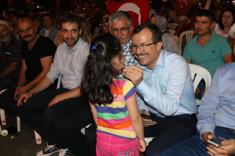 Akhisar'da Milli Egemenlik Meydanında demokrasi nöbeti 22.gün 77