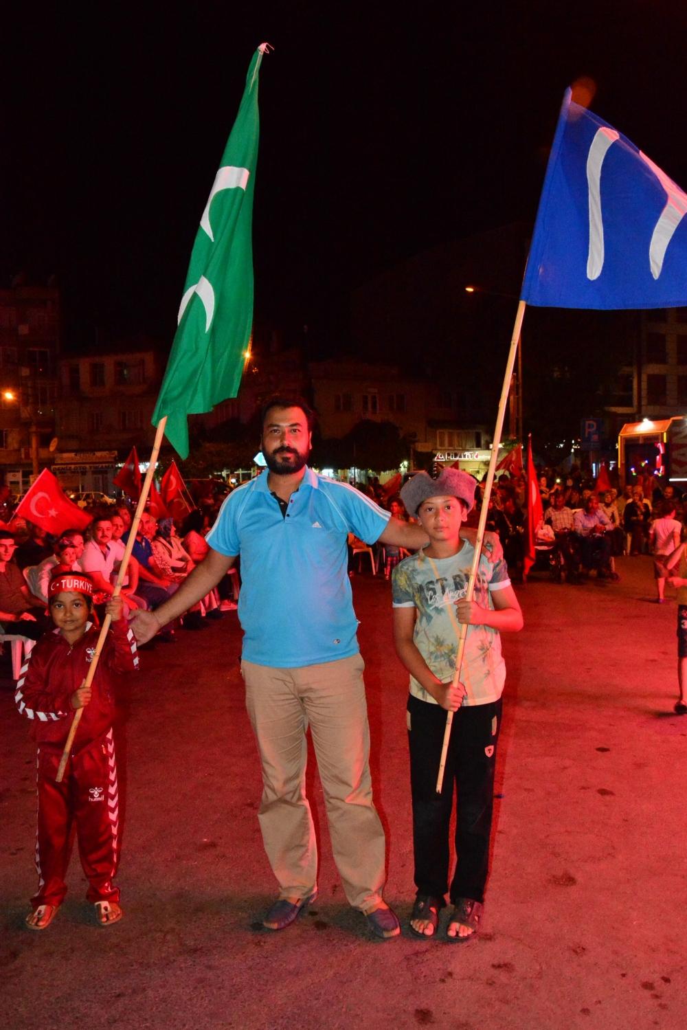 Akhisar'da Milli Egemenlik Meydanında demokrasi nöbeti 22.gün 8