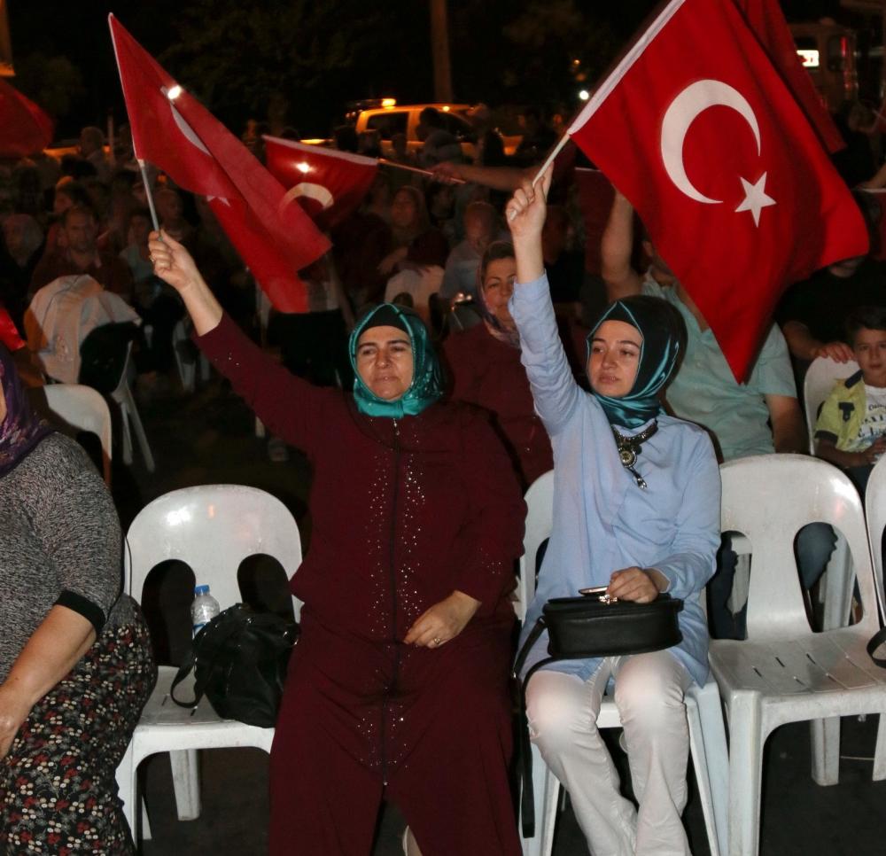 Akhisar'da Milli Egemenlik Meydanında demokrasi nöbeti 22.gün 82