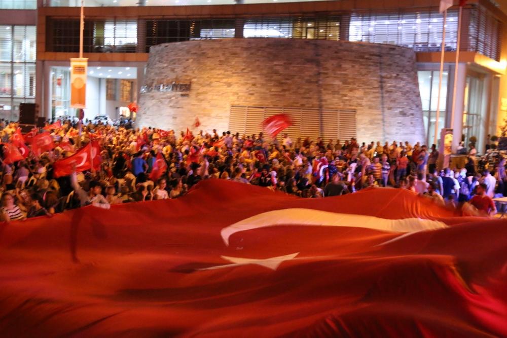 Akhisar'da Milli Egemenlik Meydanında demokrasi nöbeti 22.gün 85