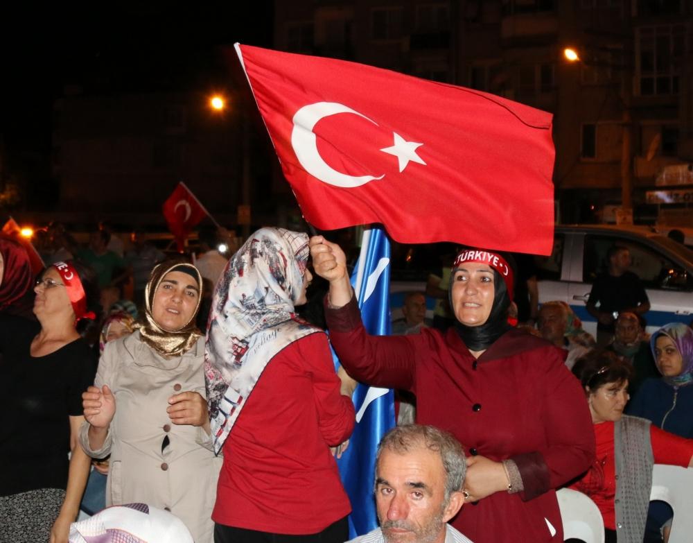 Akhisar'da Milli Egemenlik Meydanında demokrasi nöbeti 22.gün 86