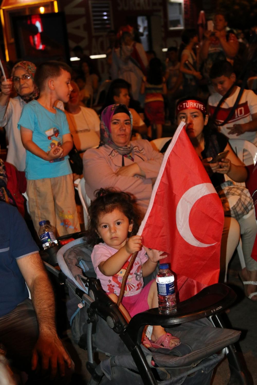 Akhisar'da Milli Egemenlik Meydanında demokrasi nöbeti 22.gün 89