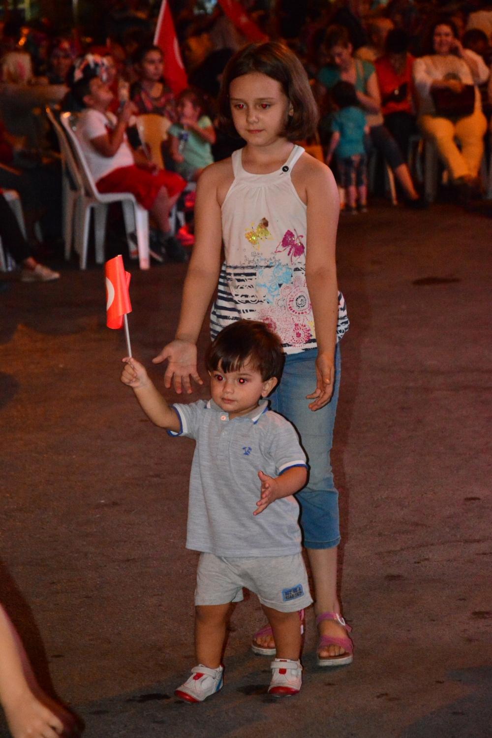 Akhisar'da Milli Egemenlik Meydanında demokrasi nöbeti 22.gün 9