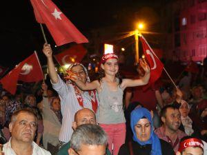 Akhisar'da Milli Egemenlik Meydanında demokrasi nöbeti 22.gün